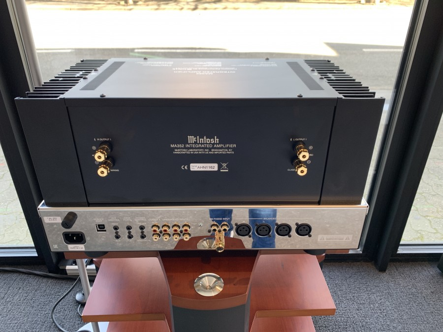 400 HFS MCINTOSH MA352 back